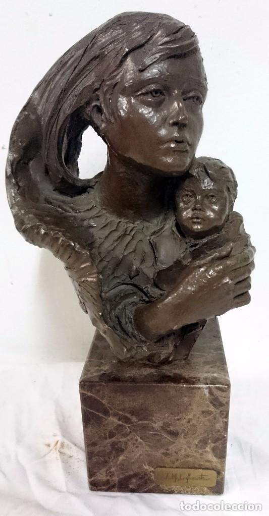 ESCULTURA DE L.M. LAFUENTE. DE BRONCE Y TERRACOTA, FIRMADA Y NUMERADA. MATERNIDAD.34 CM DE ALTO. (Arte - Escultura - Bronce)