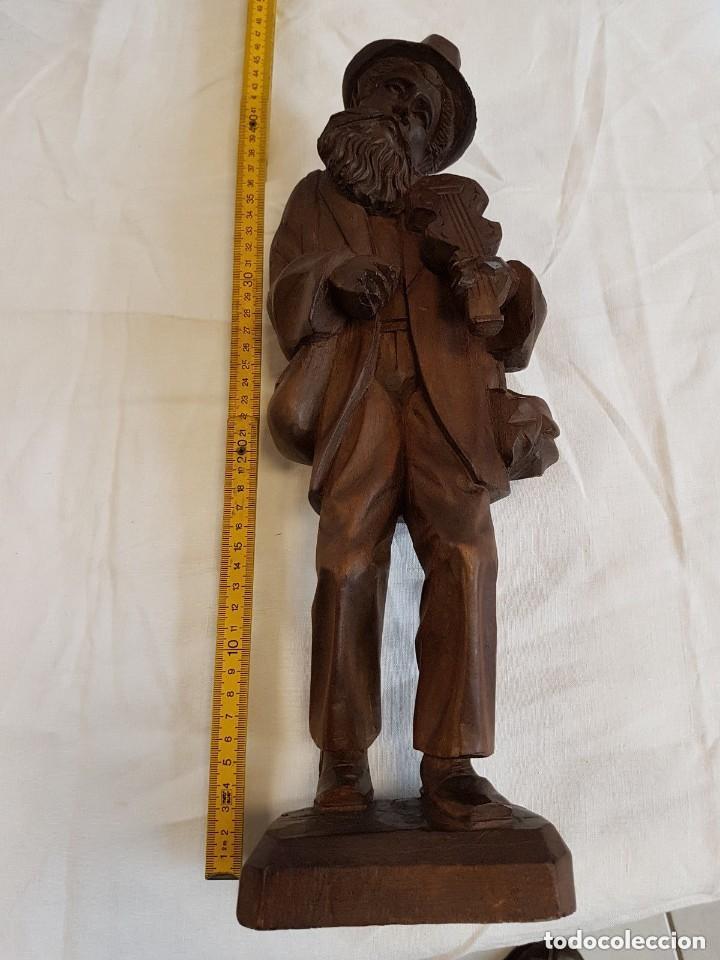 IMPRESIONANTE Y ANTIGUA ESCULTURA SIGLO XIX TALLA EN MADERA 41 CM ANCIANO TOCANDO EL VIOLÍN (Arte - Escultura - Madera)