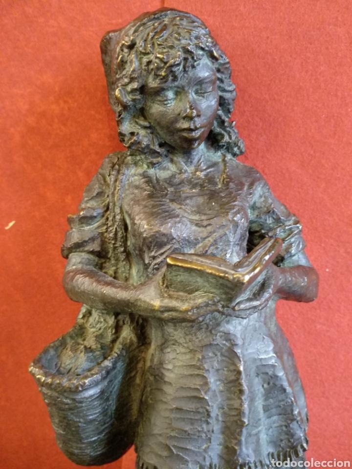 ESCULTURA FIRMADA J. BOFILL. N°68. GRANDE 45CM (Arte - Escultura - Resina)