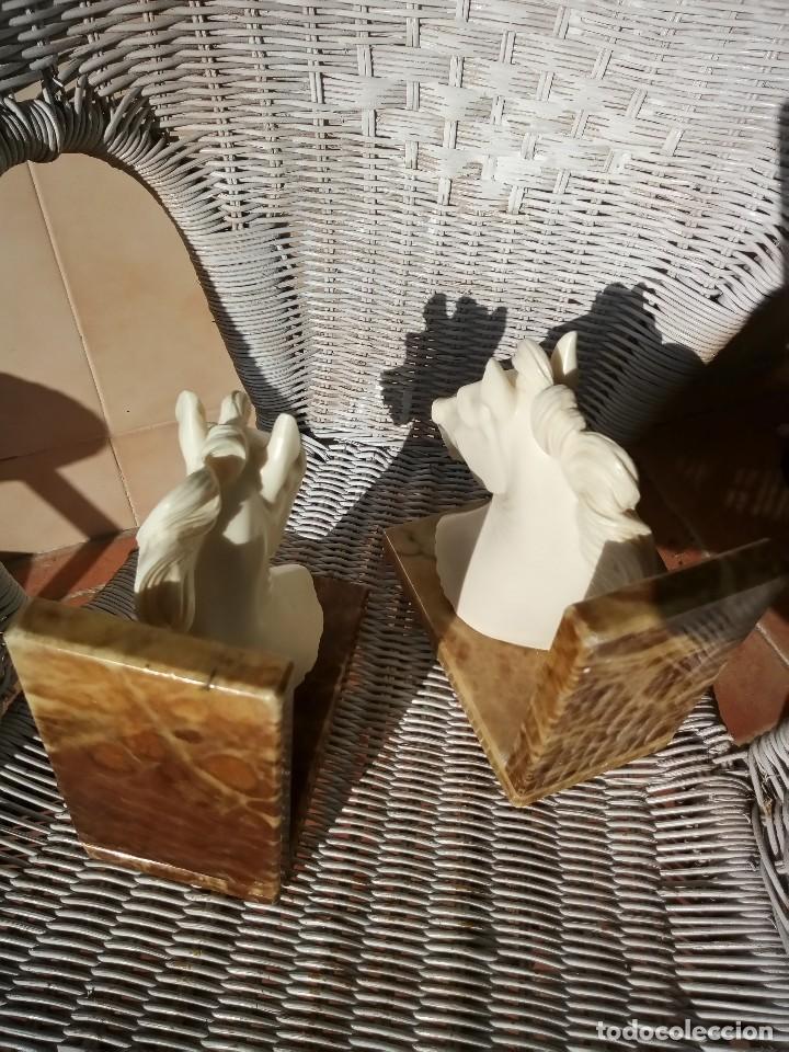 Arte: Preciosas esculturas busto de caballos en alabastro y bases de mármol,sujeta libros. - Foto 7 - 124300367