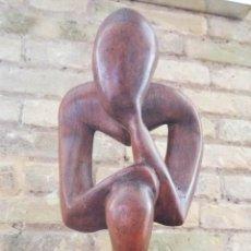 Arte: EXCELENTE ESCULTURA DE MADERA NOBLE, EL PENSADOR, GRAN CALIDAD, NOGAL. Lote 124501523