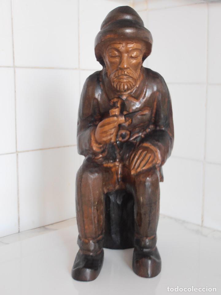 ANCIANO EN MADERA TALLADA - 31 CENTIMETROS ALTO (Arte - Escultura - Madera)