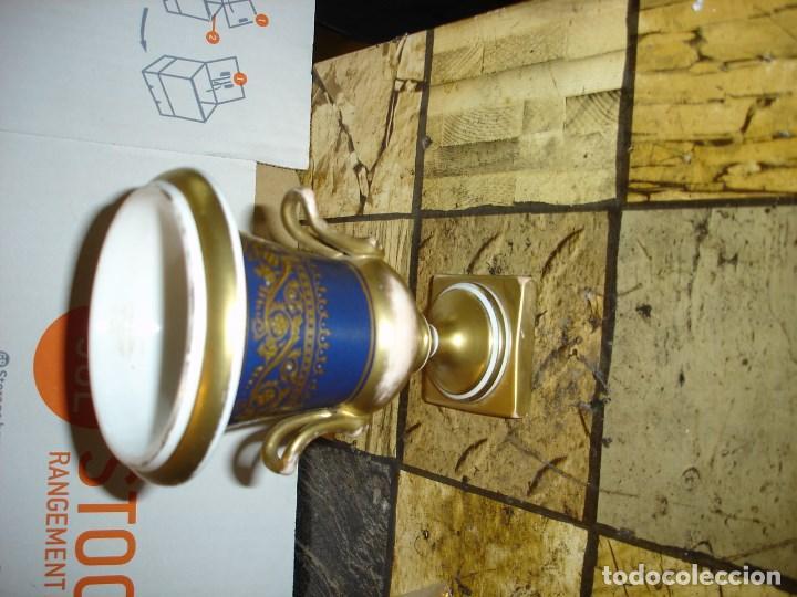 Arte: precioso vaso en porcelana azul de rey carazteristica de Sevres - Foto 3 - 125124919