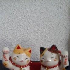 Arte: MANEKI NEKO. PAREJA. PORCELANA JAPONESA YAKUSHIGAMA.. Lote 126031367