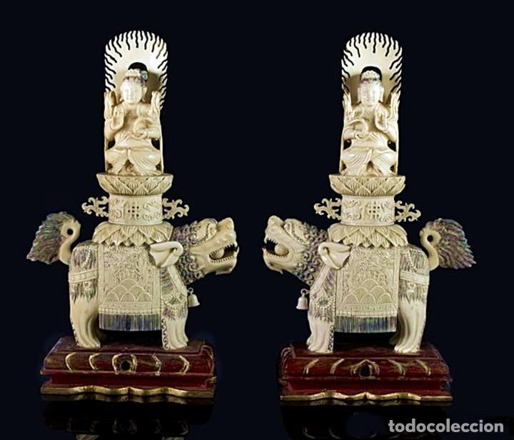 IMPORTANTE PAREJA DE GUAN YIN SOBRE FOO, ESCULTURAS EN MARFIL TINTADO, CHINA, SIGLO XIX (Arte - Escultura - Marfil)