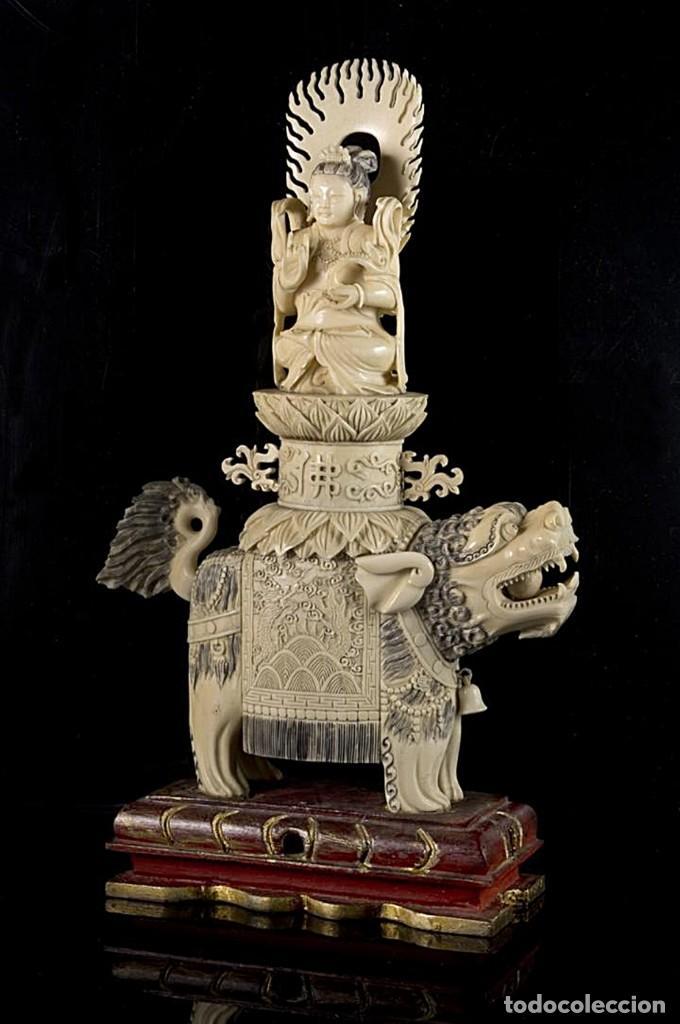 Arte: Importante pareja de Guan Yin sobre Foo, esculturas en Marfil tintado, China, Siglo XIX - Foto 2 - 126488143