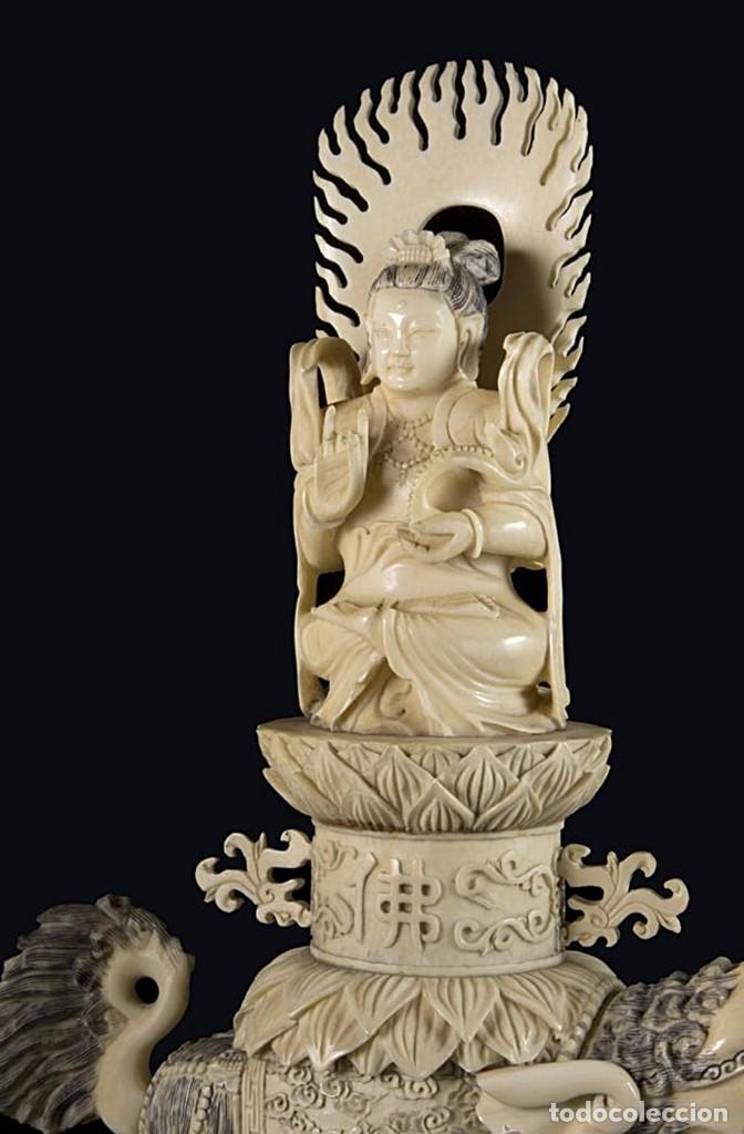 Arte: Importante pareja de Guan Yin sobre Foo, esculturas en Marfil tintado, China, Siglo XIX - Foto 3 - 126488143