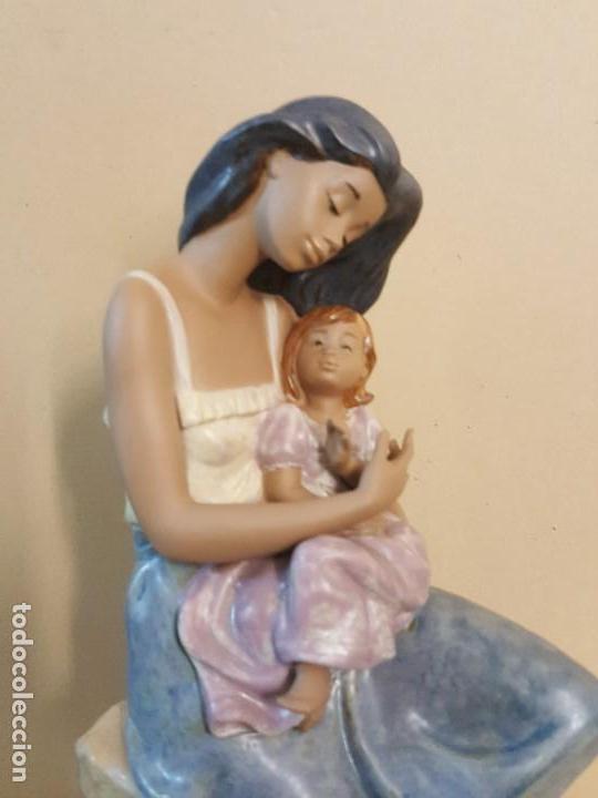 Arte: Mujer con niña en brazos. NAO HANDCRAFTED PORCELAIN - Foto 3 - 241079495