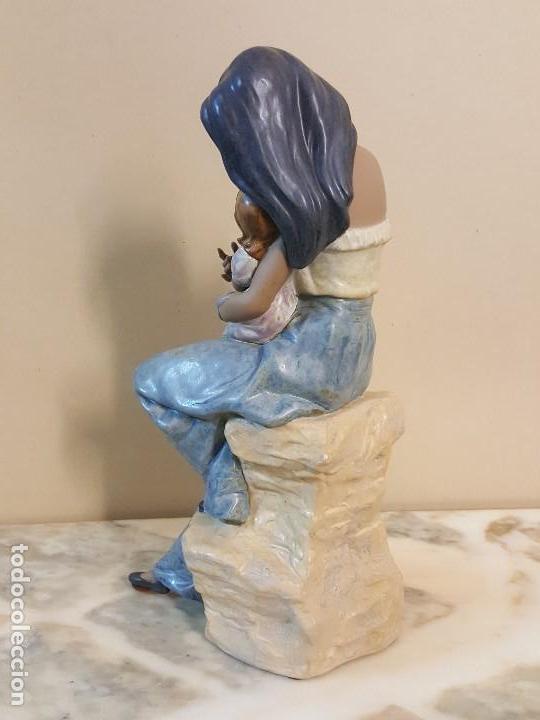Arte: Mujer con niña en brazos. NAO HANDCRAFTED PORCELAIN - Foto 4 - 241079495