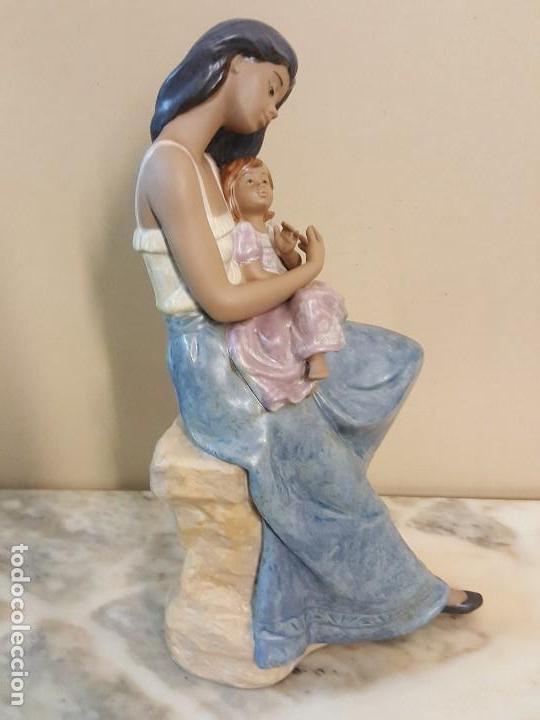 Arte: Mujer con niña en brazos. NAO HANDCRAFTED PORCELAIN - Foto 6 - 241079495