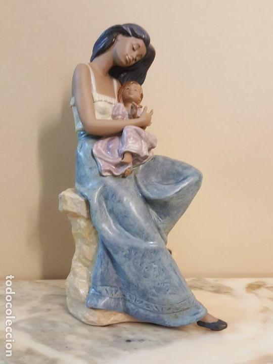 MUJER CON NIÑA EN BRAZOS. NAO HANDCRAFTED PORCELAIN (Arte - Escultura - Porcelana)