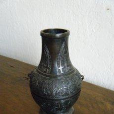 Arte: JARRÓN DE BRONCE. ARTE ASIÁTICO, SIGLOS XVII-XVIII. Lote 128269343