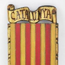 Arte: ESCUDO DE MADERA TALLADA, DORADA Y POLICROMADA - CATALUNYA / CATALUÑA - MEDIDAS 16,5 X 29,5 CM. Lote 128314655