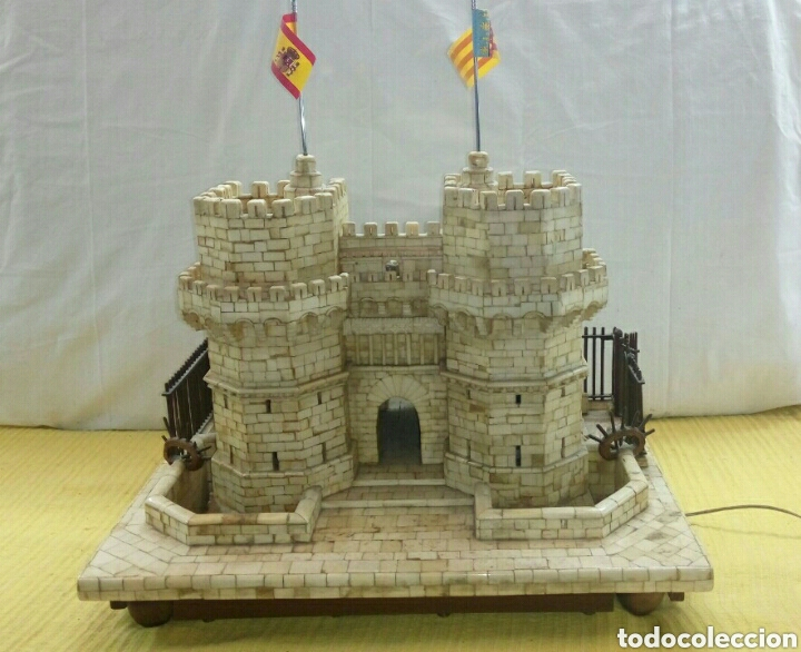 CONSTRUCCION ARTESANAL DE TORRES DE SERRANOS VALENCIA TALLADA A MANO EN HUESO Y MADERA(VER FOTOS) (Arte - Escultura - Hueso)