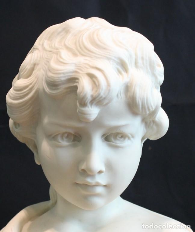 Arte: Busto de niño esculpido en marmolina o alabastro, con peana. - Foto 2 - 128583311