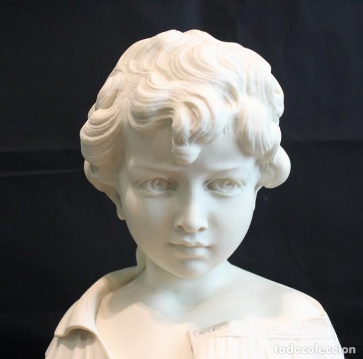 Arte: Busto de niño esculpido en marmolina o alabastro, con peana. - Foto 4 - 128583311
