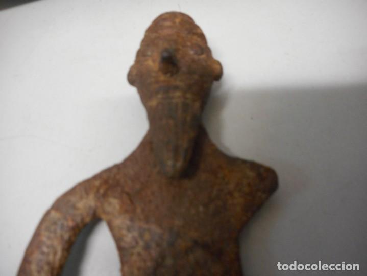 Arte: arqueologia figura antigua de hierro - Foto 3 - 130421658
