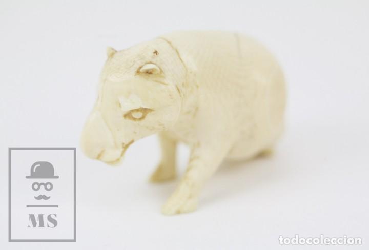 Arte: Figurita / Esculturilla de Marfil o Hueso Tallado - Animal / Hipopótamo ? - Medidas 6,5 x 3 x 4 cm - Foto 2 - 131989602