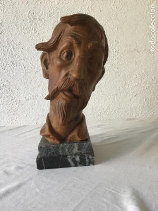 BUSTO DE DON QUIJOTE DE LA MANCHA DE TERRACOTA SOBRE BASE DE MÁRMOL 1950'S. (Arte - Escultura - Terracota )