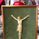 Arte: ANTIGUO CRISTO DE MARFIL ESTILO ROMANICO - MEDIDA CRISTO 18X13,5 CM MARCO 32X26 CM - RELIGIOSO. Lote 133327694