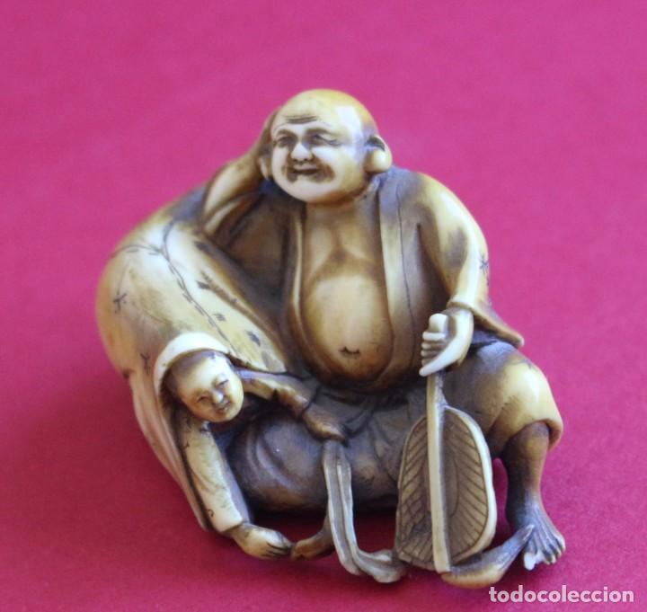 ANTIGUO ESPECTACULAR NETSUKE DE MARFIL JAPONES -FIRMADO- FINALES S.XIX - 3 CM X 5 CM (Arte - Escultura - Marfil)