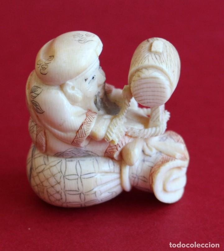 ANTIGUO NETSUKE DE MARFIL JAPONES . -FIRMADO- FINALES S.XIX -4,50 CM (Arte - Escultura - Marfil)