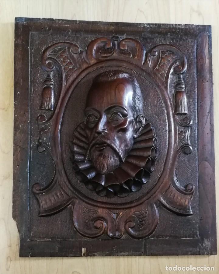 ANTIGUA TALLA EN TABLA DE NOGAL CABEZA DE MIGUEL DE CERVANTES 48X41 CM. (Arte - Escultura - Madera)