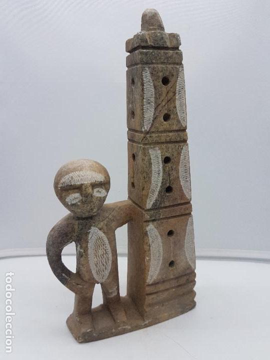 ORIGINAL ESCULTURA ANTIGUA CANADIENSE TALLADA A MANO EN PIEDRA DE INDIGENA Y OFRENDA. (Arte - Escultura - Piedra)
