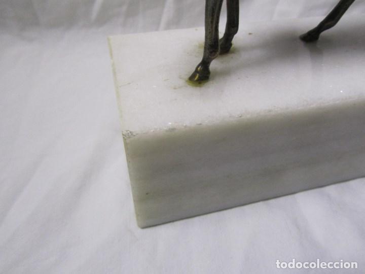 Arte: Figura de caballo en bronce sobre peana de mármol blanco Torres - Foto 11 - 136148186