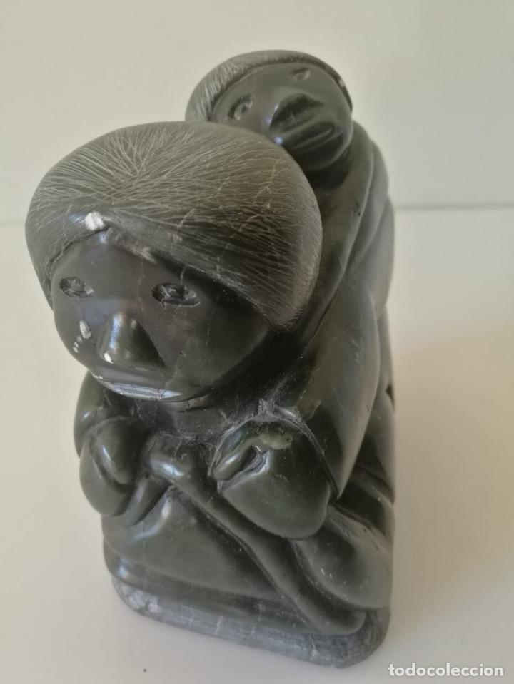 ESCULTURA INUIT ESQUIMAL - TALLADA EN PIEDRA Y FIRMADA (Arte - Escultura - Piedra)
