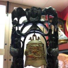 Arte: FANTASTICA CAMPANA TIBETANA TALLADA EN MADERA CALIDAD Y BRONCE. Lote 137339370