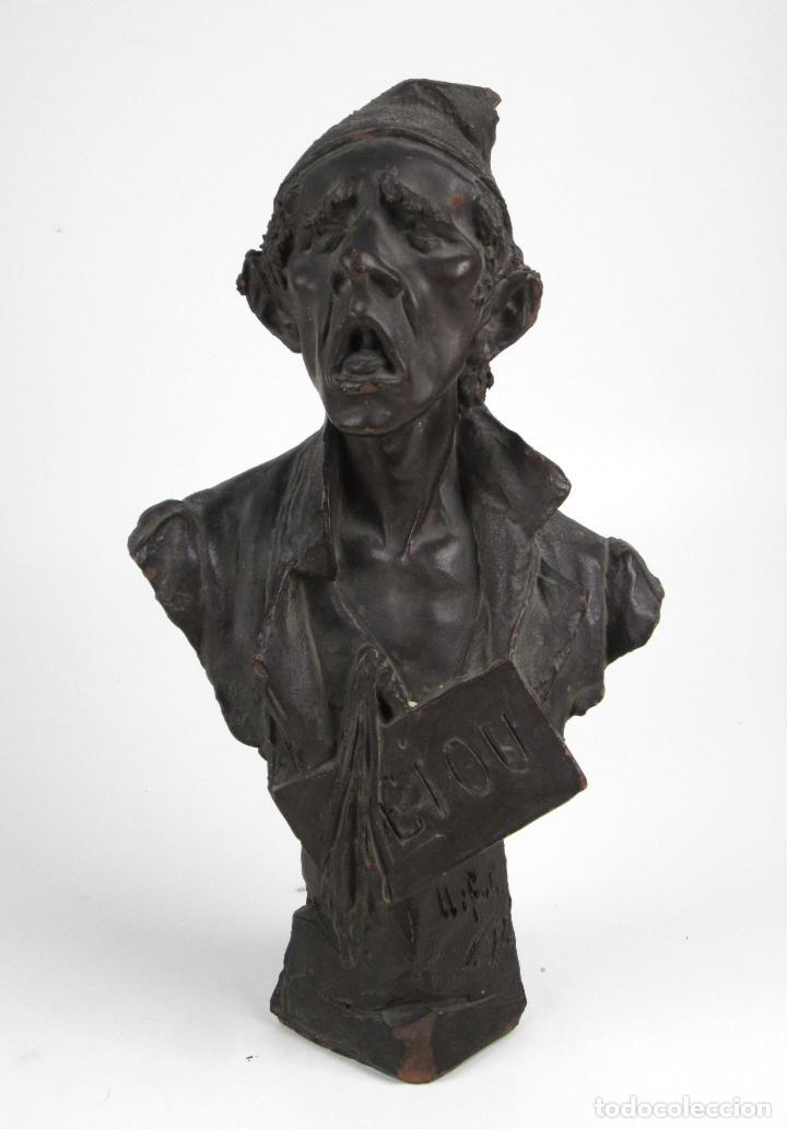 EIOU, BUSTO DE TERRACOTA FIRMADO Y FECHADO EN 1912. 33 CM ALTURA. (Arte - Escultura - Terracota )