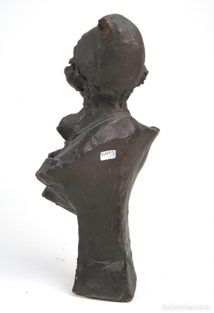 Arte: EIOU, busto de terracota firmado y fechado en 1912. 33 cm altura. - Foto 6 - 139824718
