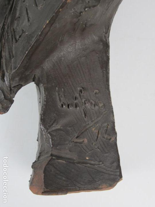 Arte: EIOU, busto de terracota firmado y fechado en 1912. 33 cm altura. - Foto 8 - 139824718