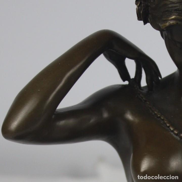 Arte: Escultura en bronce dama poniendose el collar - Foto 3 - 140839610
