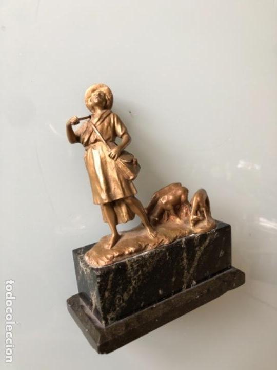 Arte: ESCULTURA FIGURA PASTOR EN BRONCE PATINADA DORADO FIRMADA P. KOWALCZEWSKY, 17 CM, AÑO 1900 - Foto 6 - 141330022