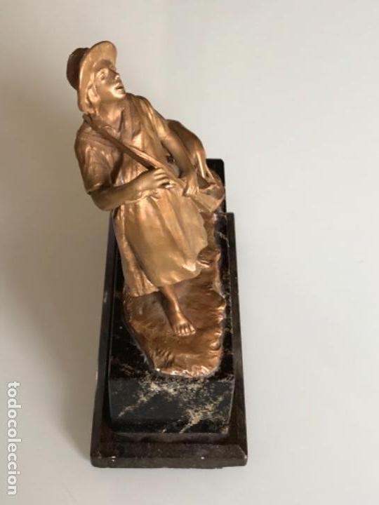 Arte: ESCULTURA FIGURA PASTOR EN BRONCE PATINADA DORADO FIRMADA P. KOWALCZEWSKY, 17 CM, AÑO 1900 - Foto 7 - 141330022