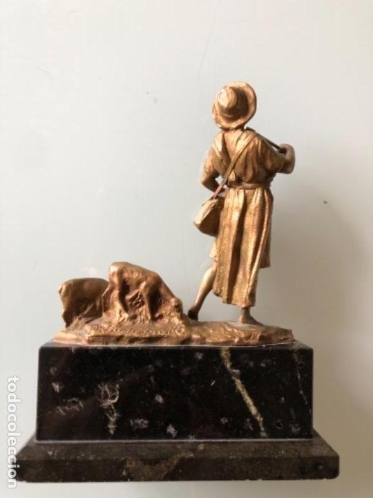 Arte: ESCULTURA FIGURA PASTOR EN BRONCE PATINADA DORADO FIRMADA P. KOWALCZEWSKY, 17 CM, AÑO 1900 - Foto 10 - 141330022