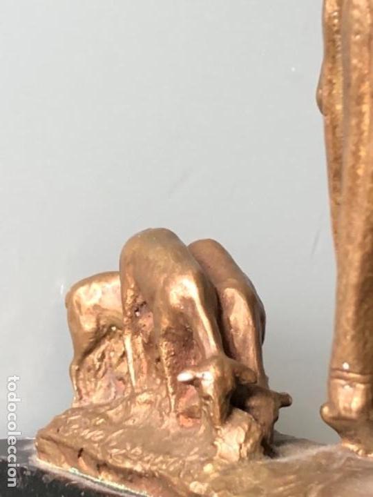 Arte: ESCULTURA FIGURA PASTOR EN BRONCE PATINADA DORADO FIRMADA P. KOWALCZEWSKY, 17 CM, AÑO 1900 - Foto 15 - 141330022
