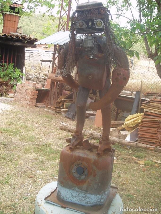 HOMO ERECTUS (Arte - Escultura - Hierro)