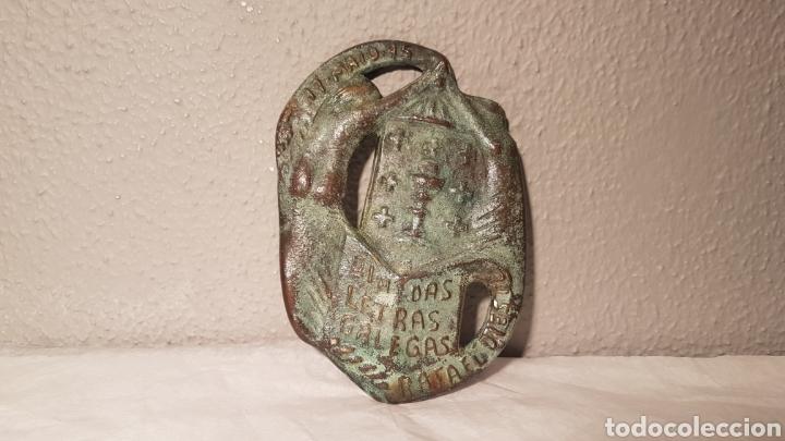 PLACA DE BRONCE DEDICADA RAFAEL DIESTE DEL ESCULTOR MANUEL BUCIÑOS SERIE 55/300 (Arte - Escultura - Bronce)
