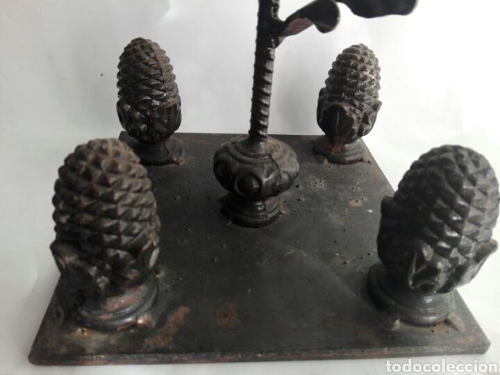 Arte: Escultura de hierro en forja flor con 4 piñas en hierro fundido Ideal remate - Foto 5 - 145499970