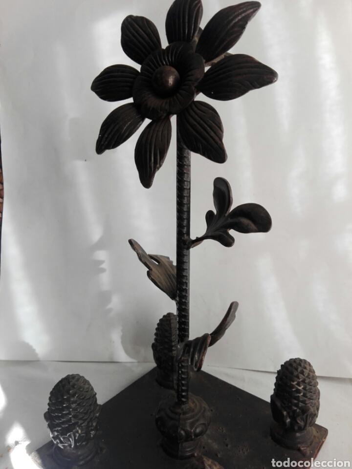 Arte: Escultura de hierro en forja flor con 4 piñas en hierro fundido Ideal remate - Foto 10 - 145499970