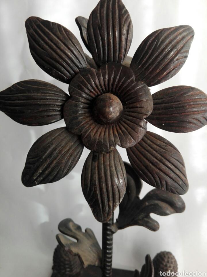 Arte: Escultura de hierro en forja flor con 4 piñas en hierro fundido Ideal remate - Foto 3 - 145499970