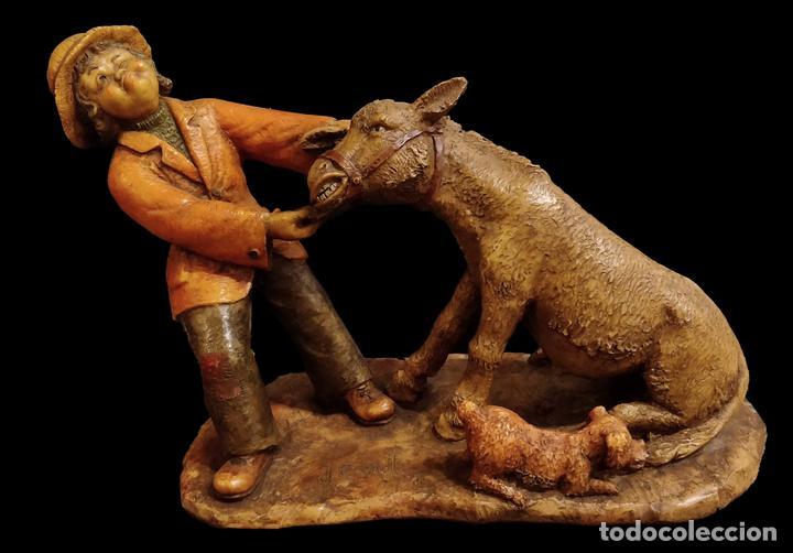 JOSEP BOFILL, PRIMERA ÉPOCA , HOMBRE CON PERRO TIRANDO DEL BURRO, ÚNICA EN TODOCOLECCIÓN- (Arte - Escultura - Terracota )