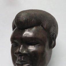 Arte: GRAN BUSTO DE HOMBRE AFRICANO EN MADERA DE EBANO. TALLADO A MANO.. Lote 147465514
