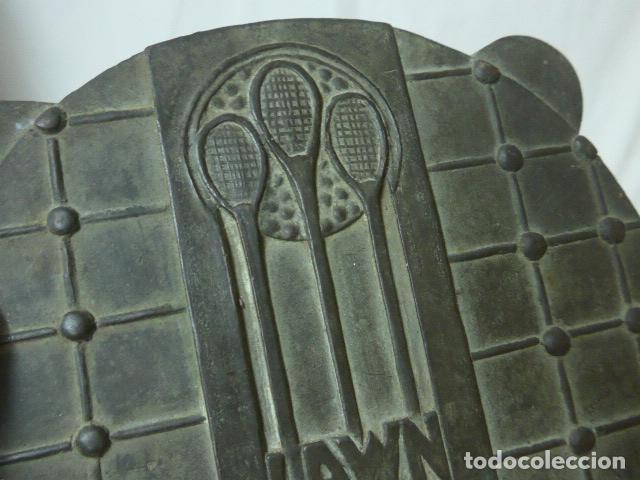 Arte: Antigua escultura o placa plafon de bronce de Lawn tennis club turo, de Barcelona ? tenis. - Foto 2 - 149755962