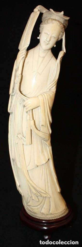 FIGURA EN MARFIL TALLADO DE MANUFACTURA CHINA. PRINCIPIOS DEL SIGLO XX (Arte - Escultura - Marfil)
