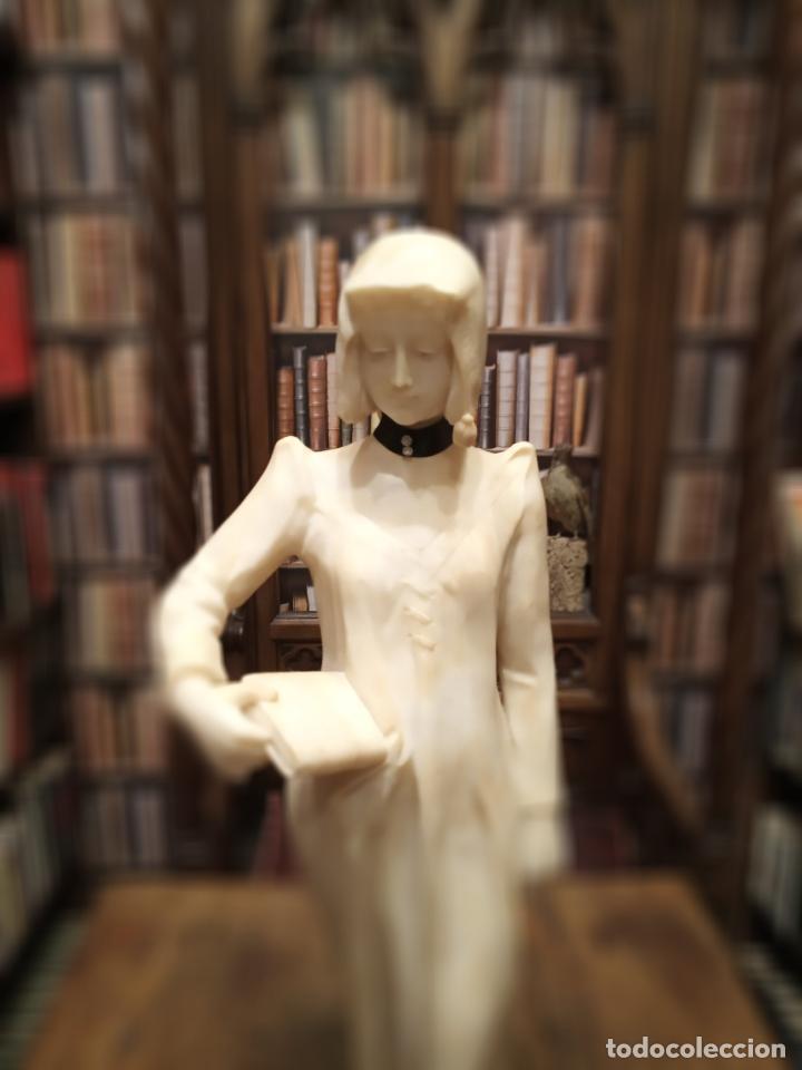 Arte: Bellísima escultura art nouveau de joven mujer con libro en la mano - firmada por el artista - - Foto 2 - 150142886