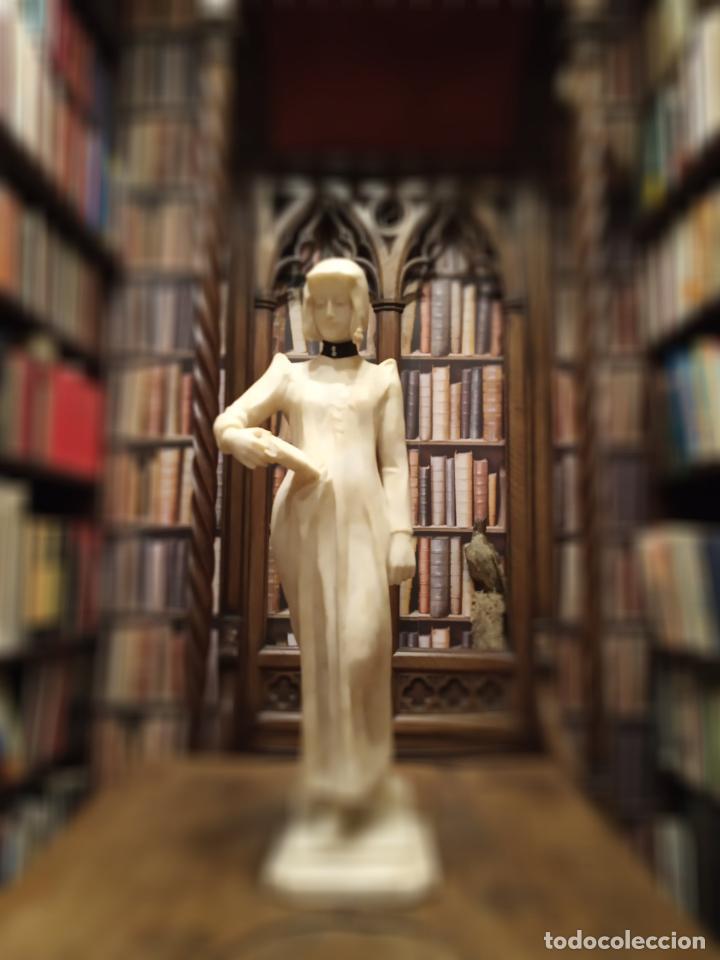 Arte: Bellísima escultura art nouveau de joven mujer con libro en la mano - firmada por el artista - - Foto 3 - 150142886
